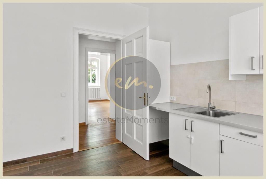Küche (Blick Flur/Wohnen)