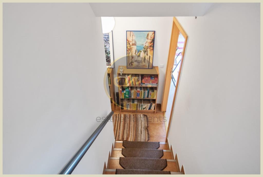 Treppe (zum Zwischengeschoss)