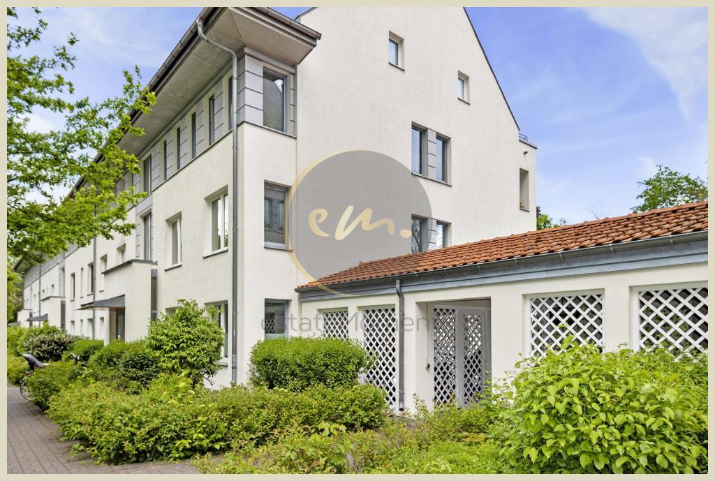 Berlin - Wohnen im Grünen mit Wasserblick, 3-Zimmer-Wohnung mit Loggia (Berlin-Lichterfelde)