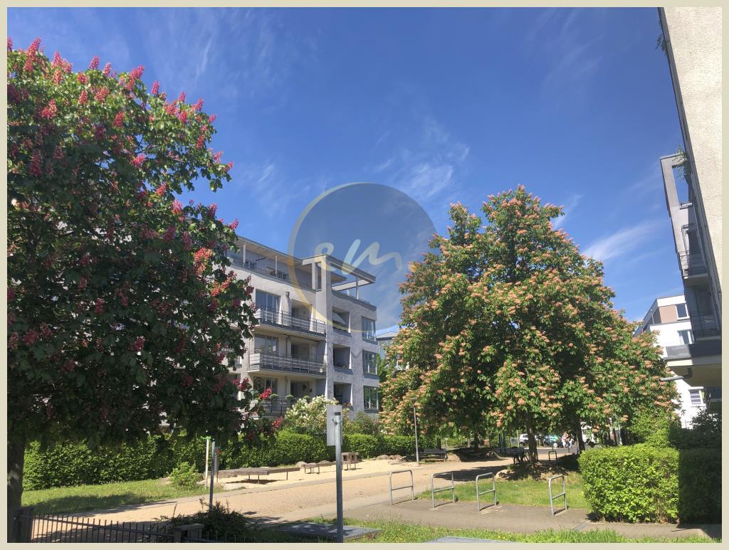 Berlin - Schön geschnittene Wohnung mit offener Küche, Loggia und Blick ins Grüne
