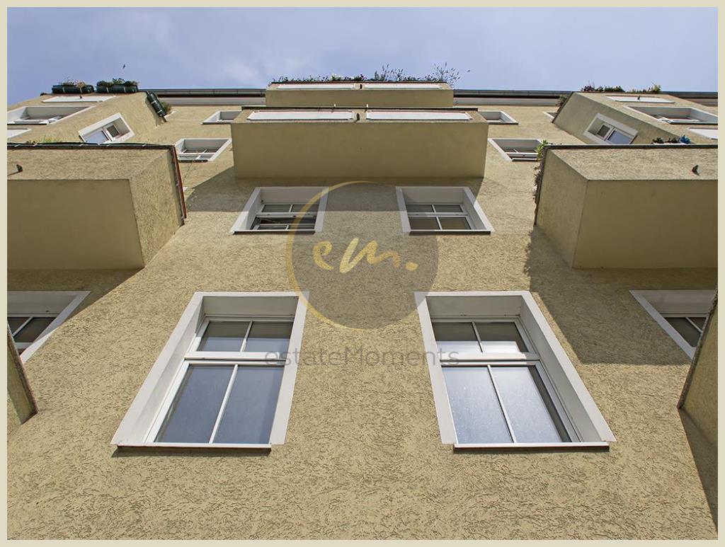 Berlin - Nähe Mediaspree: Helle und moderne 2-Zimmer-Altbauwohnung mit Westbalkon (Berlin-Friedrichshain)