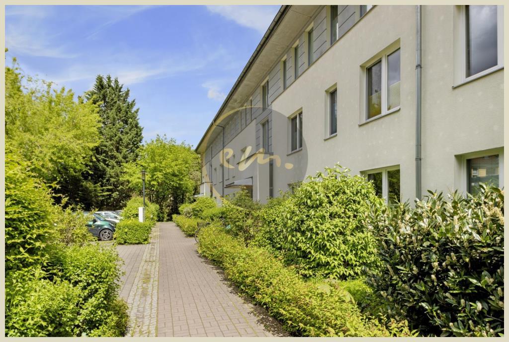 Berlin - Grün, ruhig und zentral wohnen: Helle 3-Zimmer-Wohnung mit Loggia und Wasserblick (Lichterfelde)