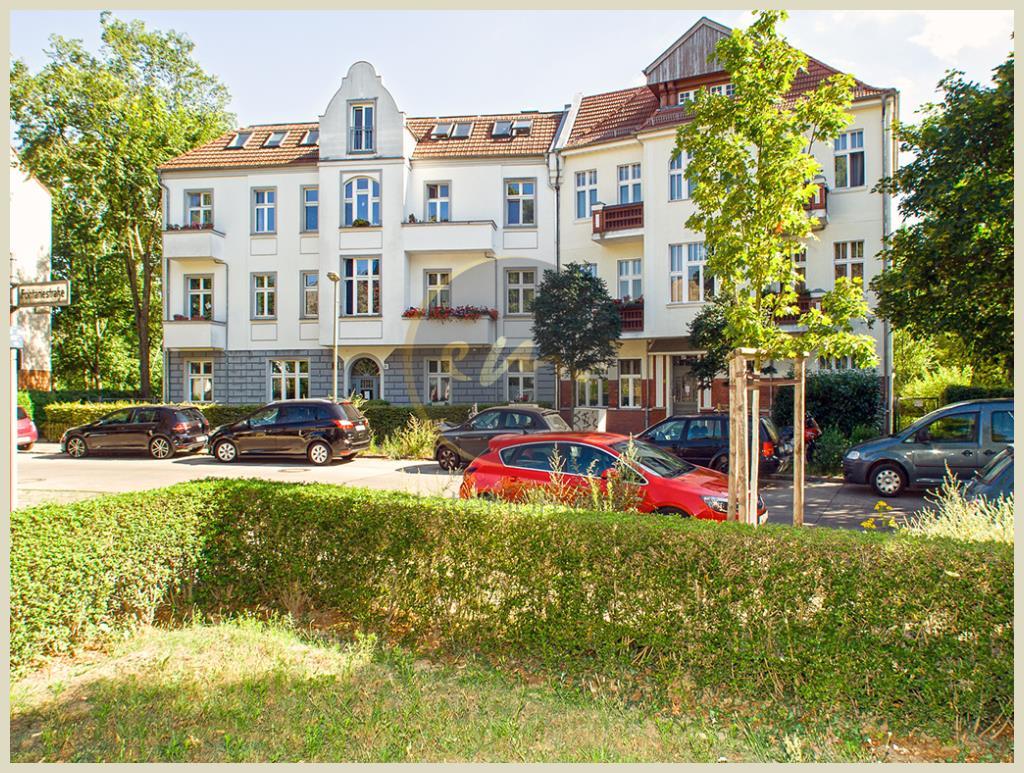 Berlin - Sanierte Altbau-Wohnung, attraktiver Grundriss, ruhige Lage...