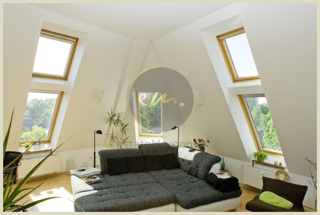 Berlin - Dachgeschosswohnung (ganze Etage) mit Altbaucharme und Neubauqualität