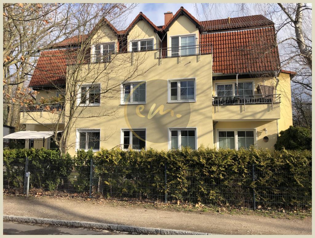 Kleinmachnow - Wunderschöne Dachgeschosswohnung mit Kelleranteil, Balkon und Kfz-Stellplatz