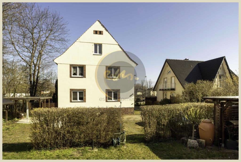 Berlin - Großfamilientaugliches Drei-Familien-Haus mit großem Grundstück (Berlin-Staaken)