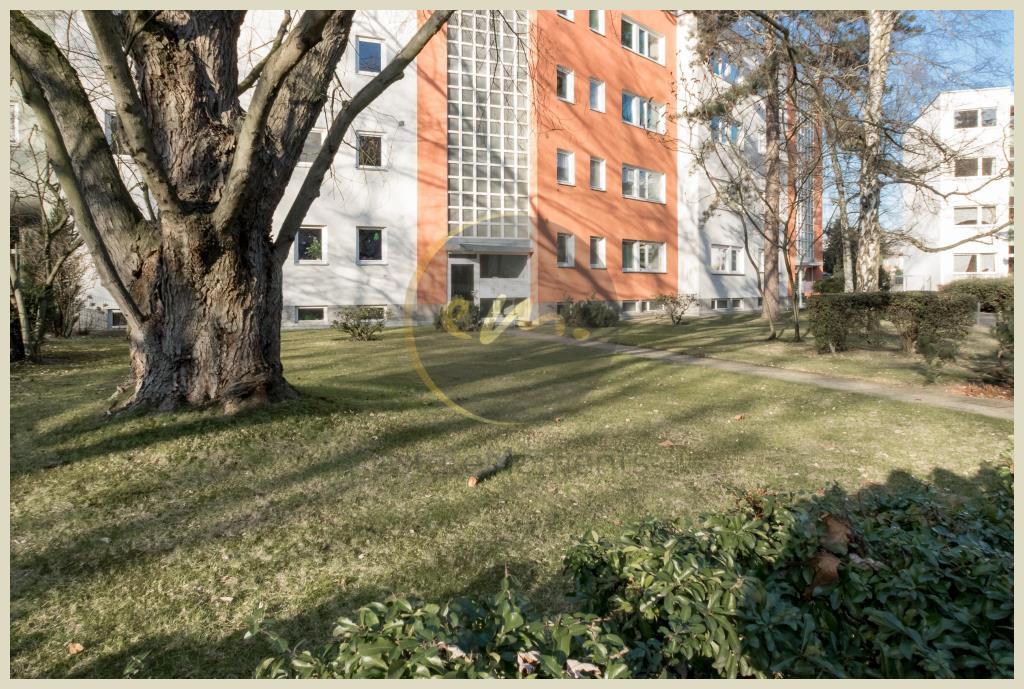 Berlin - Berlin-Lichterfelde: 3-4-Zimmer-Wohnung mit Balkon und viel Privatsphäre