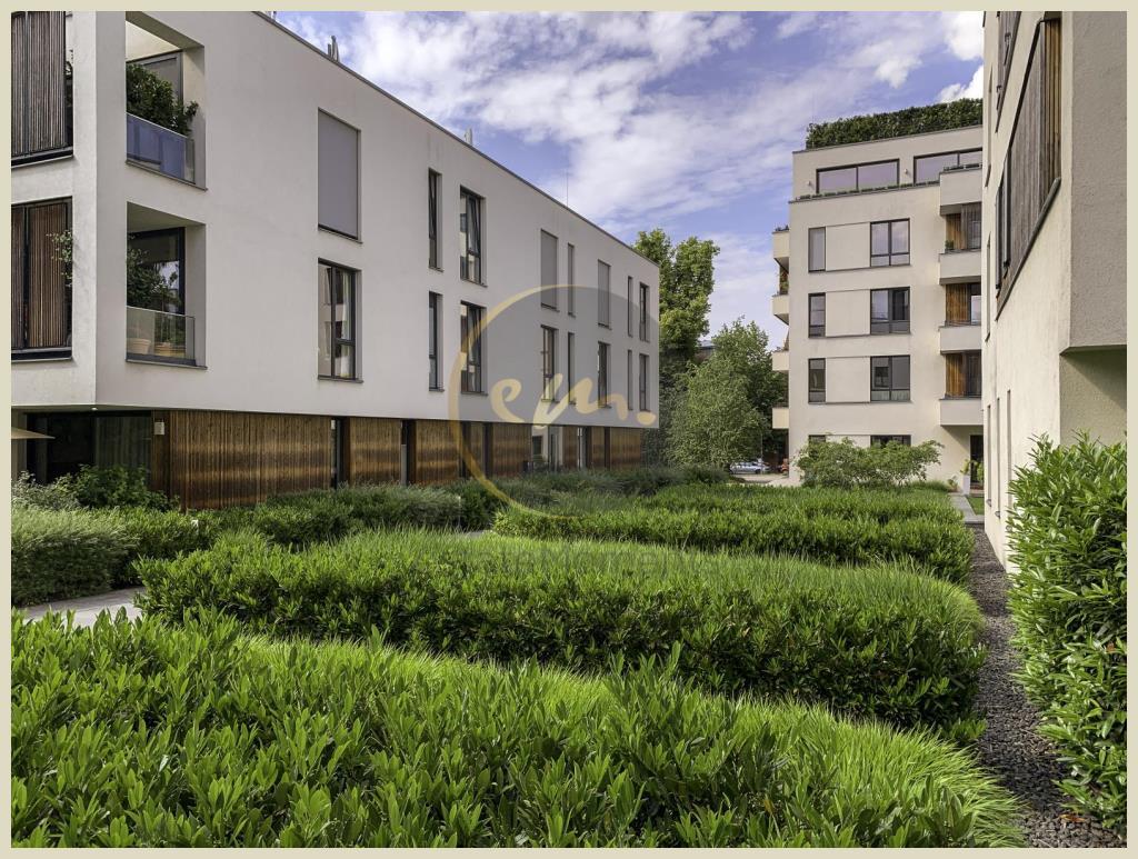 Berlin - Moderne und bezugsfrei 4-Zimmer-Wohnung mit Balkon, Aufzug und Tiefgaragenstellplatz...