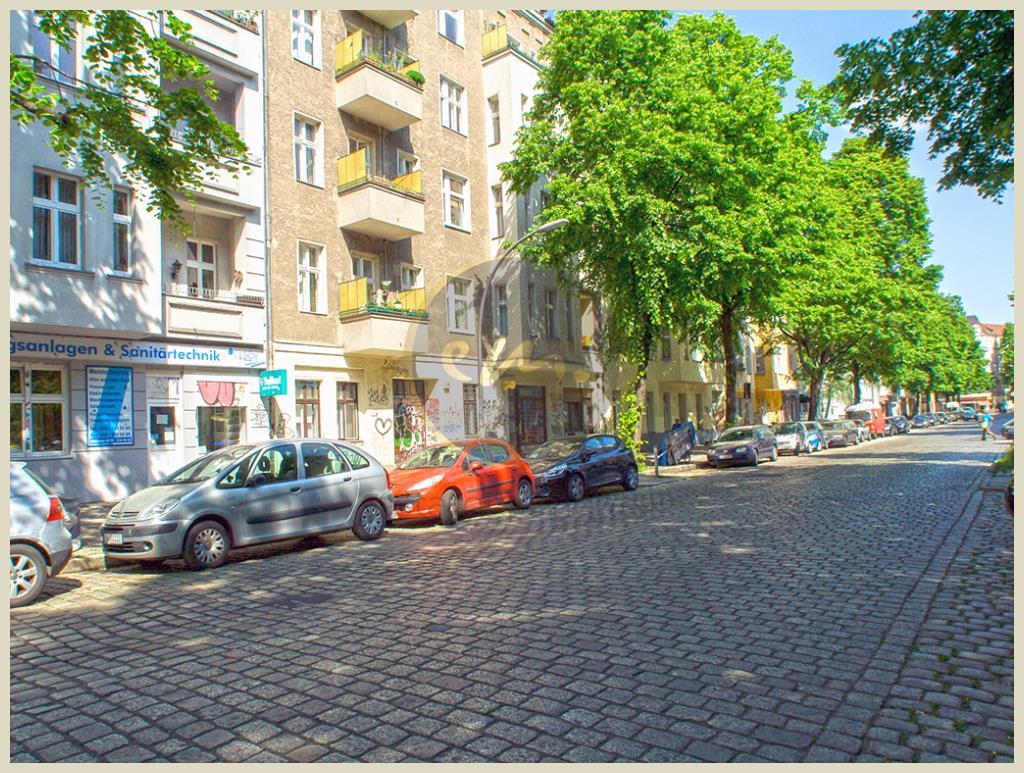 Berlin - Reuterkiez: Altbau-Mehrfamilienhaus in attraktiver Lage mit Entwicklungspotential