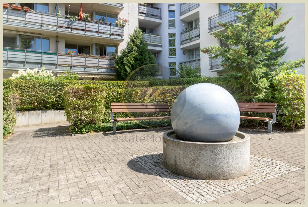 Berlin - Helle, gut geschnittene und seniorengerechte 1,5 Zimmer-Wohnung mit Blick ins Grüne